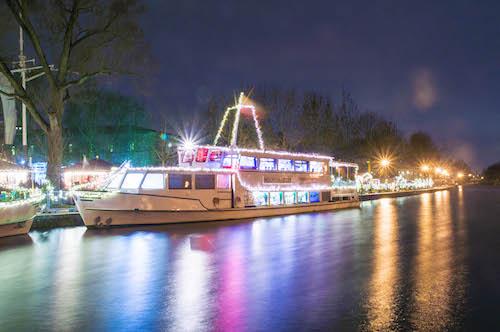 Festlich dekorierte Schiffe auf der Mülheimer Schiffsweihnacht: Joshua Belack © MST GmbH