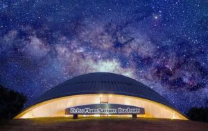 Das Zeiss Planetarium in Bochum zählt ohne Zweifel zu den interessantesten Ausflugszielen im Ruhrgebiet Bild: Außenansicht des Planetariums © Zeiss Planetarium Bochum