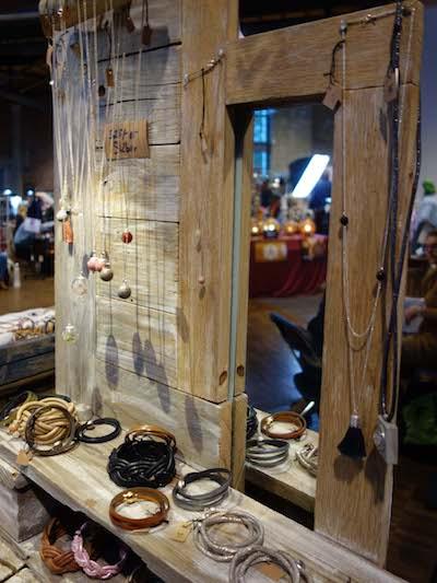 Liebevoll gefertigte Accessoires und Schmuckstücke finden Sie auf der Messe ebenso wie fesche Designermode Foto: gip marketing und events