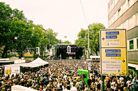 ©Bochum Total 2010 GmbH - Die 1Live Bühne bei Bochum Total präsentiert bekannte Künstler der Rockszene