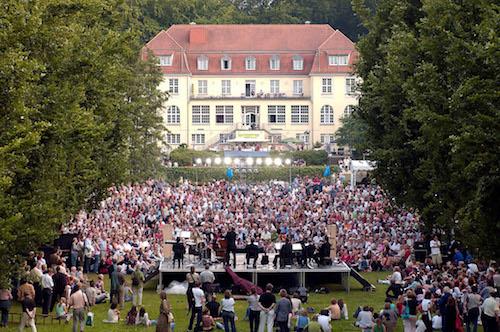 Weiße Nächte Dreigroschenoper Foto : Andreas Köhring 03.07.2005
