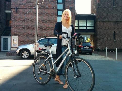 """""""Stadtradel-Star 2016"""" ist Lena Sapper: Die Mönchengladbacher Moderatorin und TV-Journalistin wird drei Wochen lang komplett auf das Auto verzichten und regelmäßig auf www.stadtradeln-mg.de und im Lokalfernsehen über ihre Erfahrungen ohne Auto berichten. (Foto: CityVision)"""