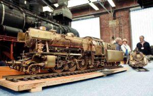 Die große und kleine Dampfmaschine im Vergleich - Modell und Orieginal