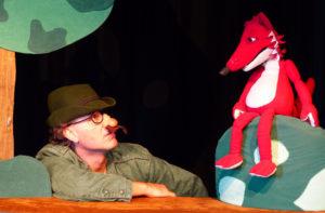 Fuchs und Jäger begegnen sich - Figurentheater Bochum © HalloDu Theater