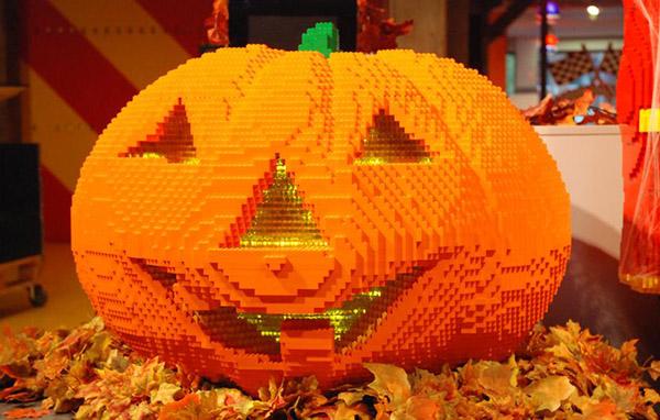 Schaurig schöne Halloween Dekorationen im LEGOLAND® Discovery Centre Oberhausen Foto: LEGOLLAND® Discovery Centre