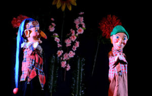 Ein fröhliches Puppenspiel für alle kleinen Halloweenfans Foto: Josef Tränklers Puppenbühne/Halloween - Süßes oder Saures