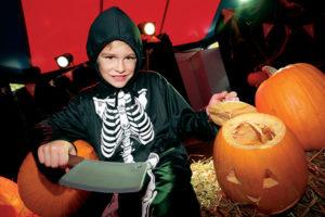 Kürbisschnitzen - Kinderprogramm zu Halloween im Movie Park Germany