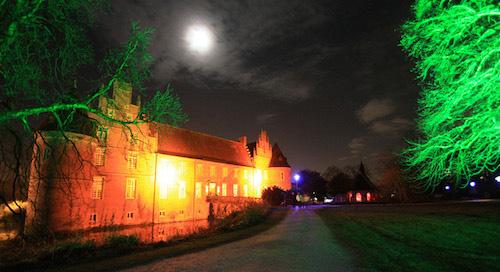 Lichterwald Herten - Das festliche illuminierte Schloss Herten.
