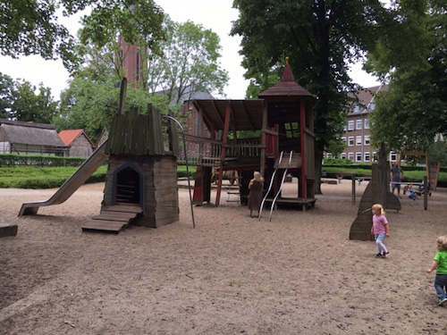 Spielplatz am Schloss Moers am Grafschafter Musenhof