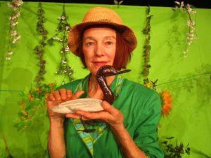 Frau Grünzeug, die Hummel und die Ente auf dem Dach © Kom´ma Theater Duisburg
