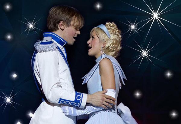 Und wenn Sie nicht gestorben sind, dann leben Cinderella und ihr Prinz noch heute - zumindest in den Herzen der Besucher des Popmusicals Cinderella Foto:On Air Family Entertainment GmbH