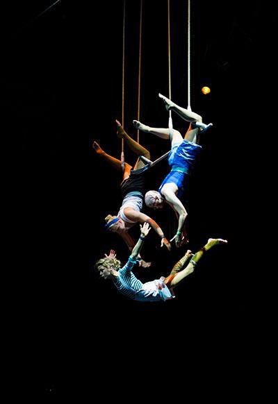 Die Wise Fools sorgen mit ihrer spektakulären Luftakrobatik für fesselnde Momente im GOP Essen Foto: Kailai Chen