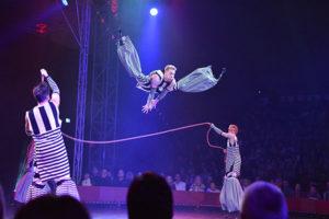 Höher, weiter, Jump´n´Roll - Die vier Powerjumper aus Moskau sausen wie kleine Flummibälle durch das Varieté et cetera Bochum Foto: JeKuSoN