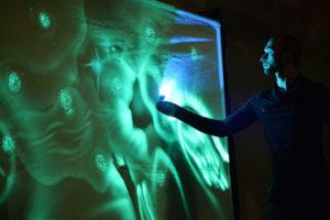 Oleg Basanov verzaubert das Publikum mit phänomenaler Sand- und Lichtmalerei in der Jubiläumsshow 25 Jahre Varieté et cetera Bochum Foto: Künstler
