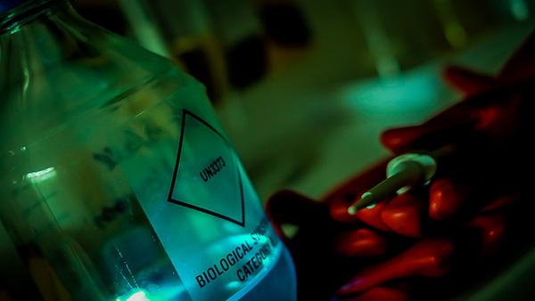 Im Escape Room Contagious geht es darum, einen Anschlag auf das Ruhrgebiet zu verhindern, welcher mittels biologischer Kampfstoffe durchgeführt werden soll. Ein Wettlauf gegen die Zeit beginnt. Foto © Think Square
