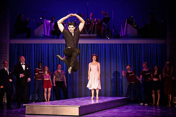 Eine Liebesgeschichte mit einem auf und ab der Gefühle. Tauchen Sie ein in die charismatische Dirty Dancing Show in NRW. Foto BB Promotion © Jens Hauer