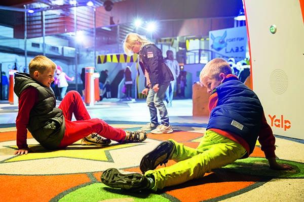 Die kleinen Besucher des Parks können sich an lustigen Dance Battles versuchen und sich so richtig austoben Foto © Fort Fun GmbH