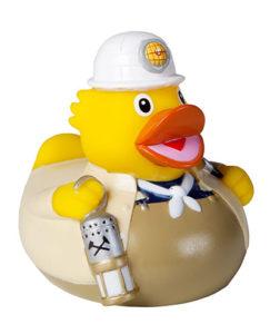 Die Bade-Ente in Steiger-Kluft ist eines von vielen Souvenirs aus dem Ruhrgebiet. WIM 2012/234, Bergmann Gummi-Ente, mbw Vertriebsgesellschaft mbH, 2000er Jahre © Foto: LWL / Holtappels