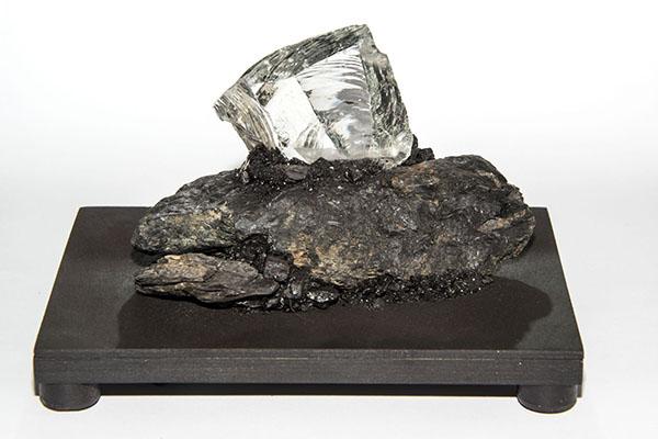 Kristall-Nachtlicht aus Kohle, Stein und Glas. Foto: LWL/Hudemann