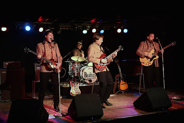 """Als Tribut an die Beatles spielen """"The Beatles Connection"""" im RUHRTURM Essen Hits der erfolgreichsten Band aller Zeiten. Foto: World of Dinner / The Beatles Connection"""
