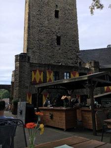 Das Burgrestaurant mit Biergarten im Innenhof der Burg Blankenstein lädt zum Genießen und Verweilen ein © VIP Ruhrgebiet
