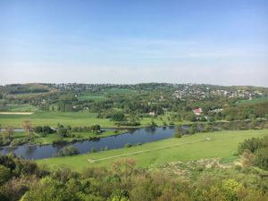 Grün, grüner am grünsten zeigt sich das Ruhrgebiet von seiner schönsten Seite- hier das Ruhrtal aufgenommen vom Torturm der Burg Blankenstein in Hattingen © VIP Ruhrgebiet