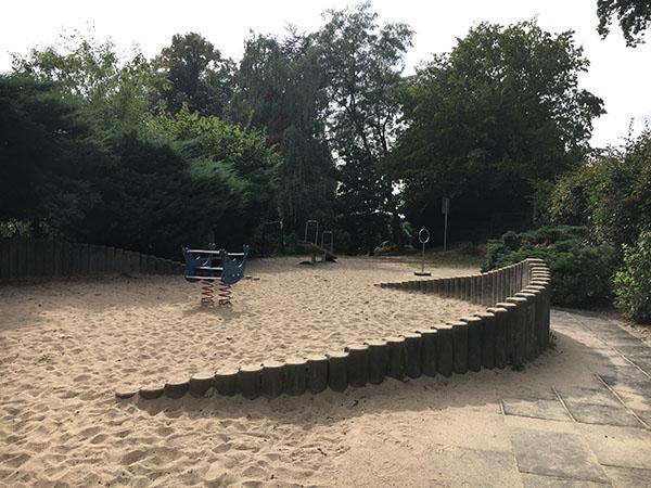 In unmittelbarer Nähe zur Burg Blankenstein befindet sich ein öffentlicher Spielplatz im Grünen © VIP Ruhrgebiet