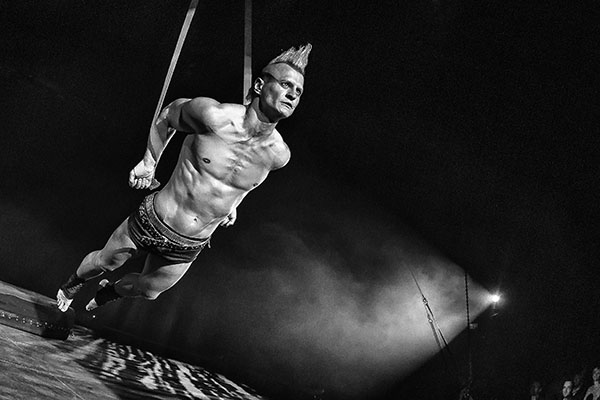 Flic Flac - The Modern Art of Circus kommt nach Moers - Tour Farblos 2018